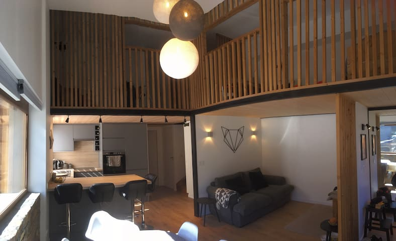 Light and modern in Les Allues, sleeps 6