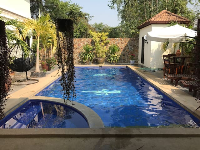 5 bedroom family villa with pool. - Amphoe Bang Lamung - Ev