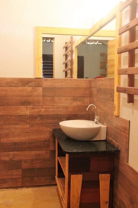 banheiro com chuveiro quente
