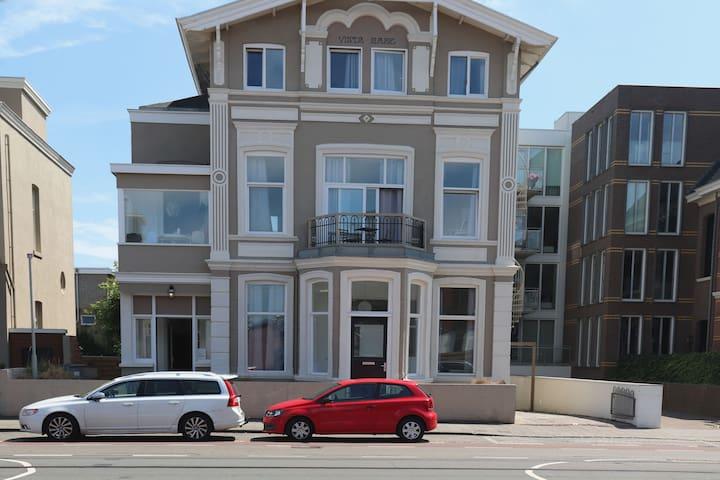 Full apartment with Separate bedroom Scheveningen