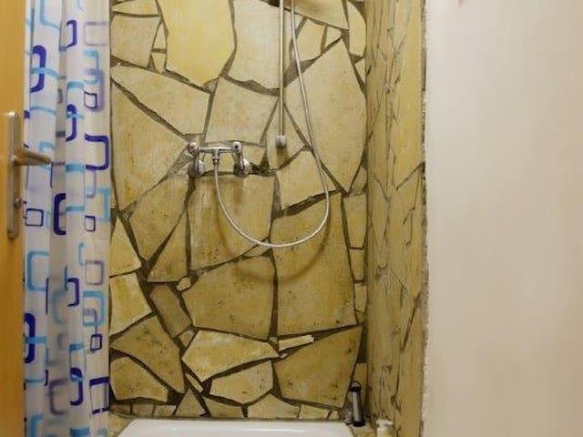 Economy-Doppelzimmer-Gemeinsames Badezimmer