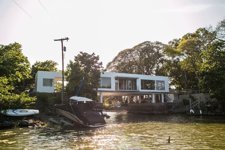 Private Island-Contemporary House