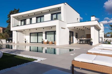 Luxury Villa Milly