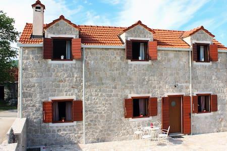 Stone cottage Aria
