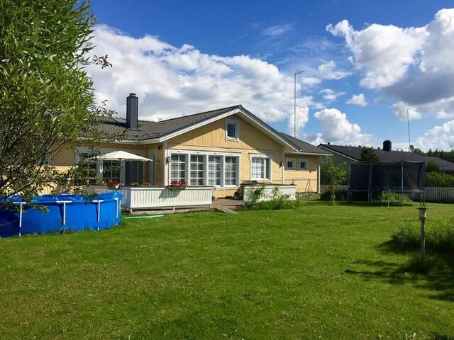 Large 4 br house, sauna/jacuzzi, 29 km fr Helsinki - Nurmijärvi - Casa