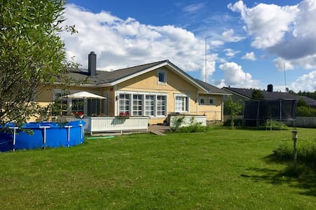 Large 4 br house, sauna/jacuzzi, 29 km fr Helsinki - Nurmijärvi - Haus