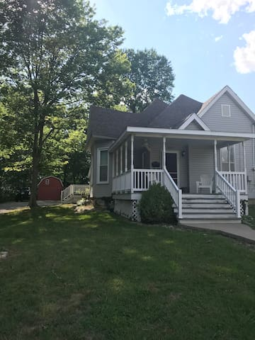 Entire home located 1 mile away from Downtown CoMo