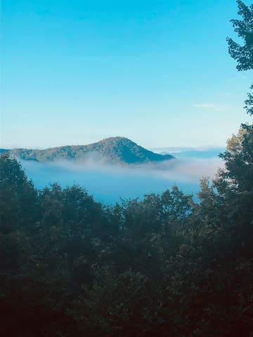 NEW! Walking Elk Lodge -Sleeps 11/Wifi & Views!