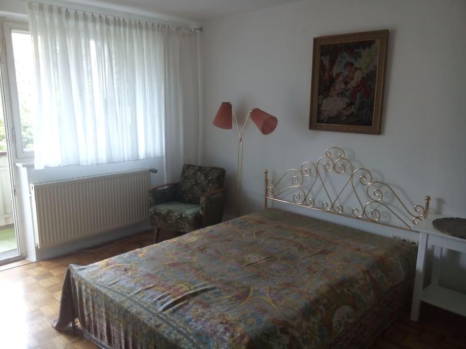 sch nes balkon zimmer zwischen uni und altstadt reihenh user zur miete in regensburg bayern. Black Bedroom Furniture Sets. Home Design Ideas
