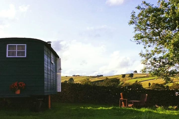 Peak District Shepherds Hut with Breakfast Hamper