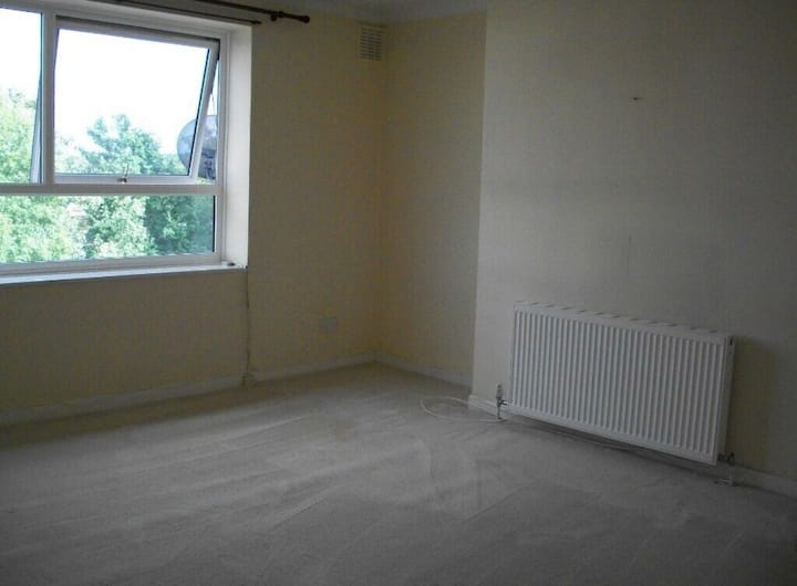Spacious Flat, 20 mins to central London