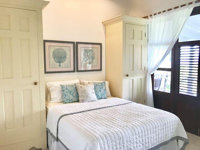 'Beach' - Queen Bedroom