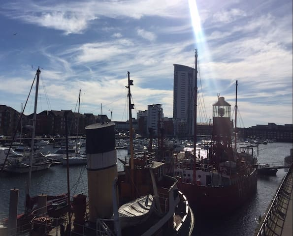 Modern Flat in the Centre of Swansea Marina - Swansea - Apartamento