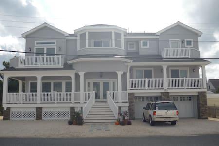 Beautiful Home - Walk to Beach! - Long Beach Township
