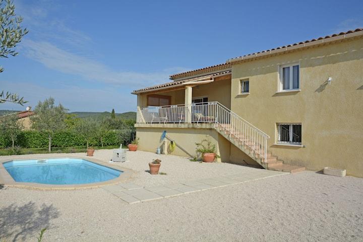 Villa à Saint-Laurent-de-Carnols, piscine, vue sur la vallée