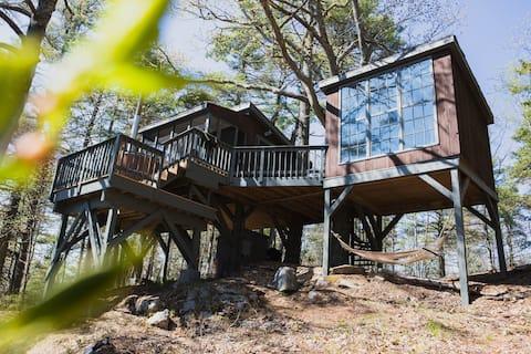 Tree Dwelling with Water Views & Cedar Hot Tub (2)