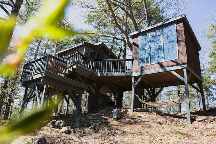 Tree Dwelling with Water Views & Cedar Hot Tub (2)