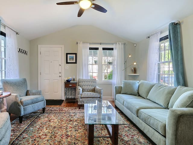 Beautiful Cottage Style Home on Charlton Street in Downtown Savannah