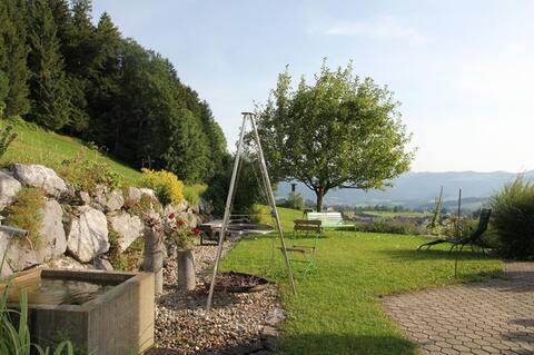 """Tweepersoonskamer """"Brüggele"""" in huis met panoramisch uitzicht"""