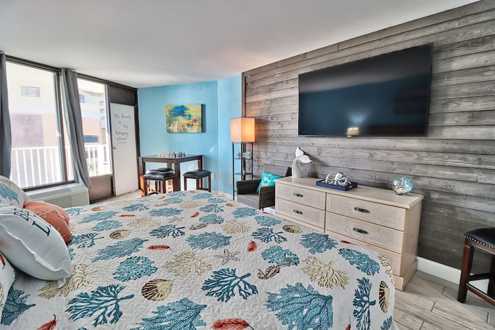 Recently Renovated King Suite with Ocean Views