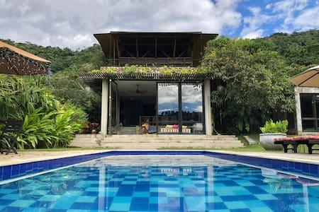 El Nido, Anapoima.  Modernidad  y  naturaleza