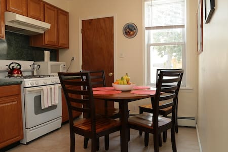 Close to NYC! Sunny & Spacious Apt! - Bayonne - Appartement