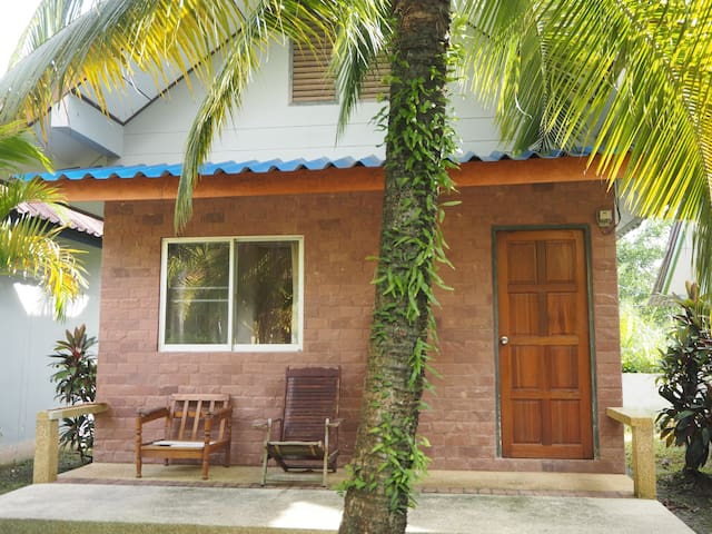 Coconut bungalow (Air-con room)