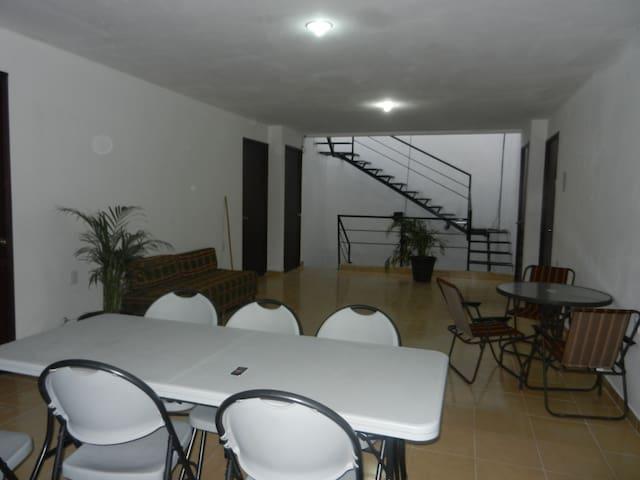 Habitación Estudiantes Univ. de Guanajuato - Celaya - Guesthouse