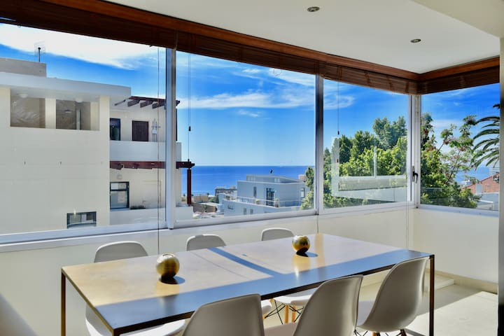 Sea Facing Apartment in Great Location with Views