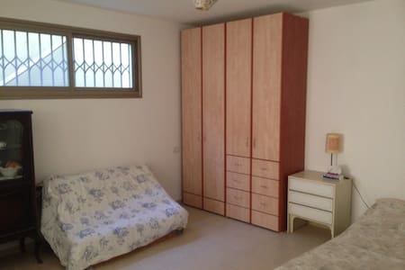 Private, cozy, basement unit. - Kfar Daniel - Apartment