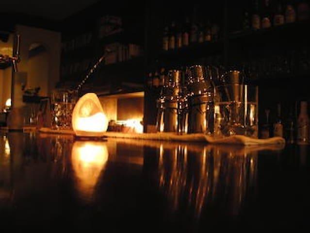 ジャズ・バーに泊る♪2ベッドルーム@cafe & bar Chandra