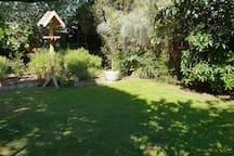 Enjoy the peaceful sunshine in the backgarden.