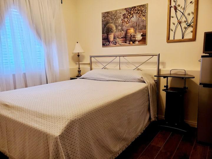 Simplicity Room with Ensuite Bath