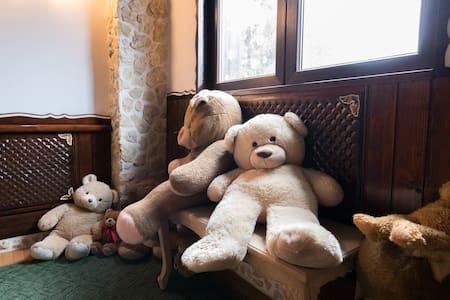 Teddybear house★Unique interiorClose to everything - Predeal - Oda + Kahvaltı