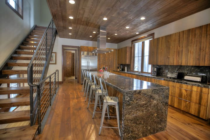 Thermadore stainless steel appliances throughout.