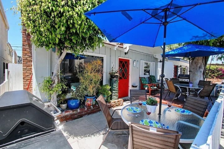 30 Seconds to Beach! A/C WIFI/Parking/Bikes/Washer!  10% Off 7+days/20%off 30+