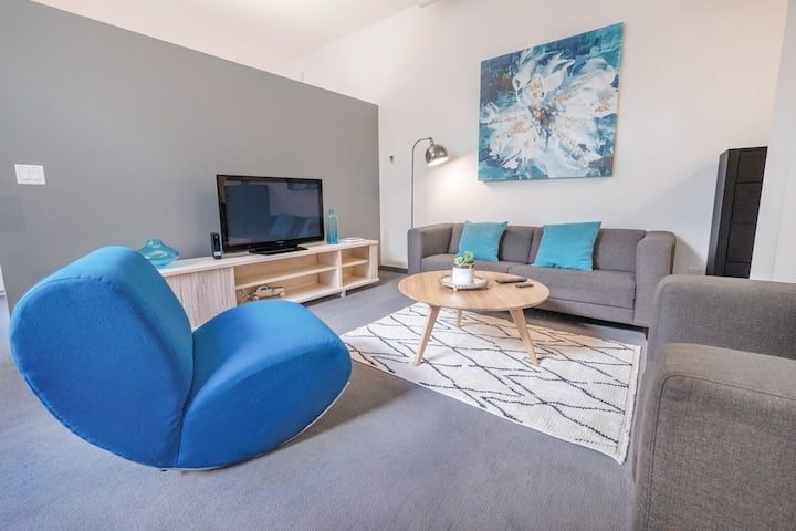 Chic 2BR Gym+Rooftop King Bed Downtown MTS Centre
