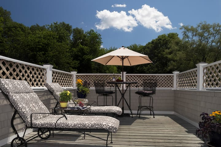 Honeymoon Spa Suite @ Abbey's Lantern Hill Inn