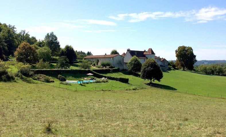"""La Glaudie, gîte du """"Bois"""" en Périgord Vert - Milhac-de-Nontron - Rumah"""