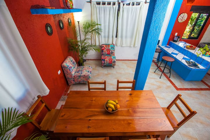 central location, family friendly, air con, new! - Tulum - Apartment
