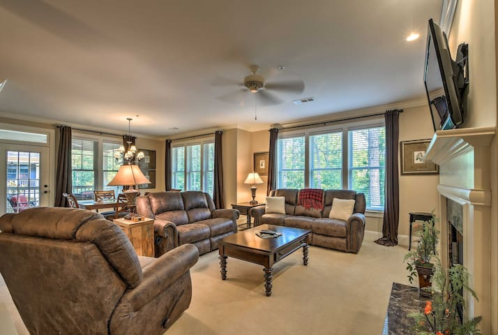 This Reynolds Plantation condo boasts updates and amenities thorughout.