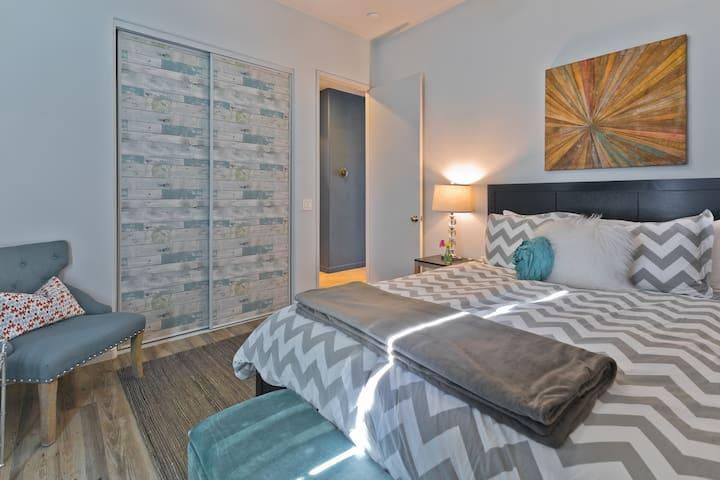 (Bedroom # 4) Queen bed room.