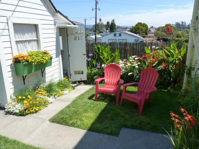 1 Block to the Beach Santa Cruz Boardwalk Unit 5