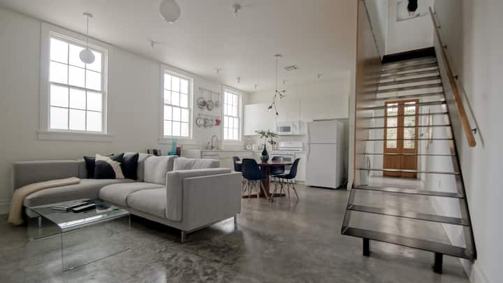 2 Story DESIGNER LOFT--French Quarter & FRENCHMEN!