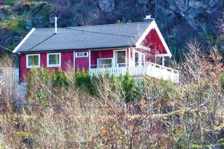 2 Bedrooms Home in Farsund - Farsund - Maison