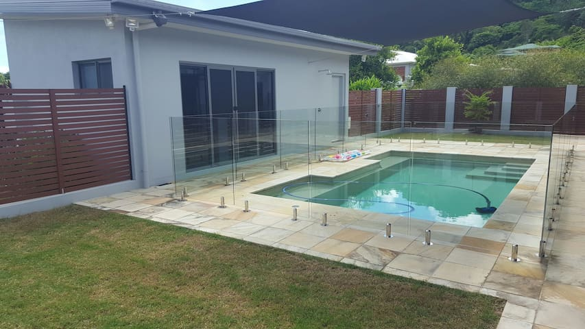 Airlie Beach Pool House Retreat - Cannon Valley - Huoneisto