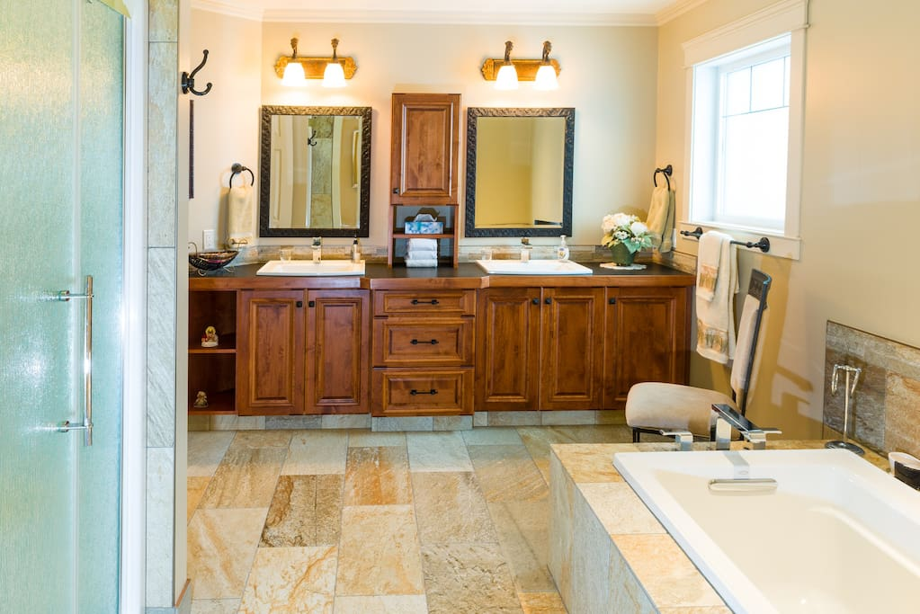 Selkirk Suite Bathroom (shower and bath tub )