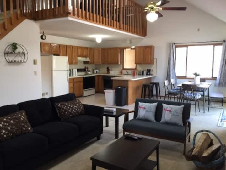 3BR Cozy Home, Close to all Poconos