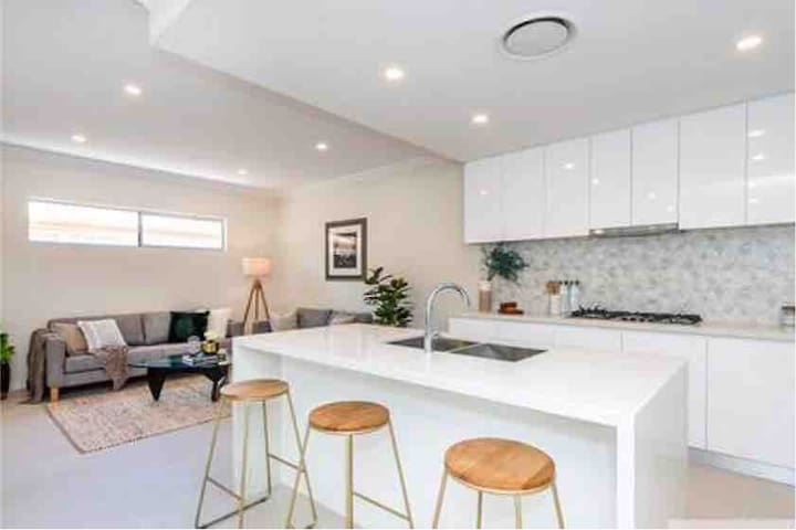 NEW LUXURY modern home! Close to CBD & Airport