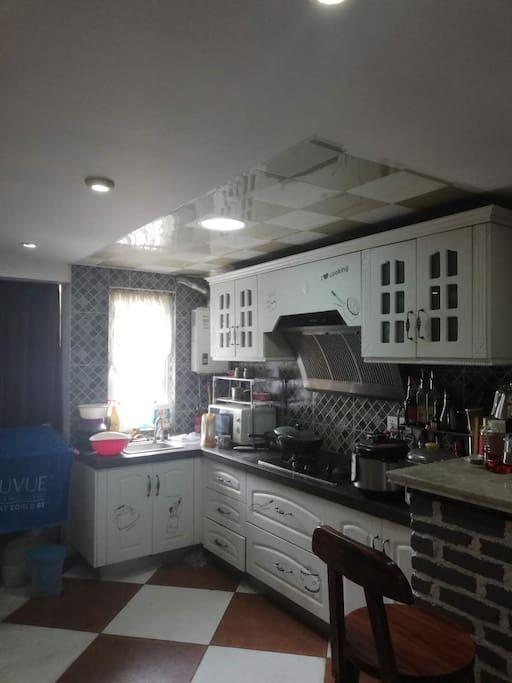 全品牌家电,格力空调,林内热水器,锅瓦瓢盆应有尽有,难得自住,从未出租过。